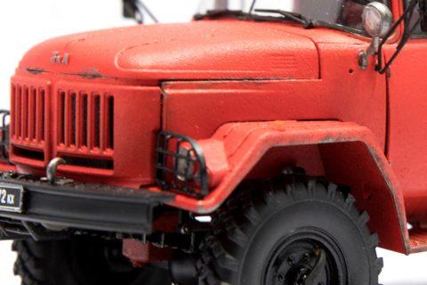 Detailaufnahme der Motorhaube des Revell Zil-131