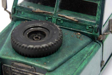 Detailaufnahme der Motorhaube des Revell Series III Landrover