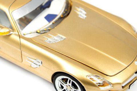 Detailaufnahme der Motorhaube des Revell SLS AMG