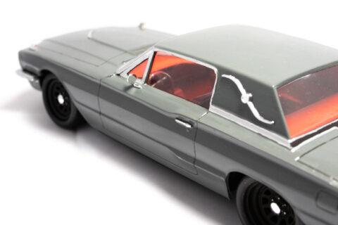 Detailaufnahme des Innenraums des Hasegawa Ford Thunderbird im Maßstab 1:24