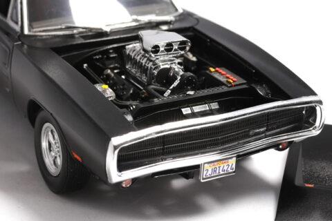 Detailaufnahme des Motorraums des Fast and Furious Dodge Charger im Maßstab 1:25