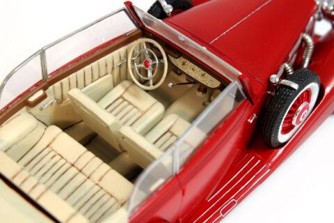 Detailaufnahme des Innenraums des Italeri Mercedes 540K im Maßstab 1:24